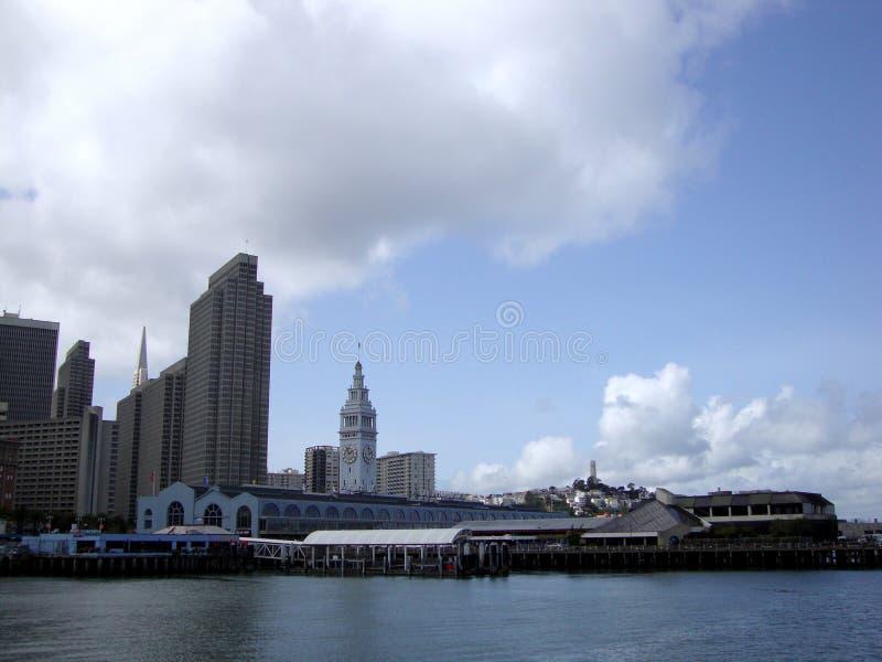Porto da construção de San Francisco Ferry e arquitetura da cidade de S do centro foto de stock royalty free