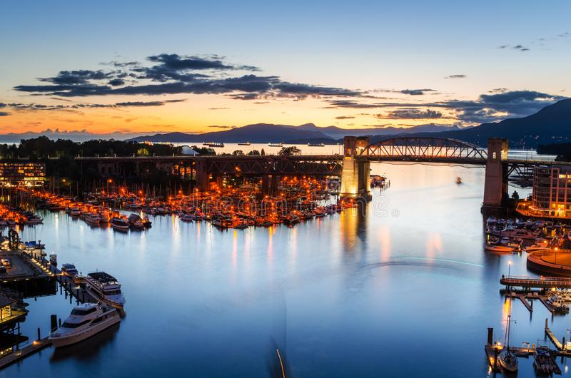 Porto da ilha de Granville no crepúsculo foto de stock