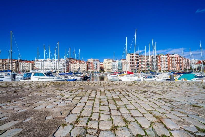 Porto da navigação de Puerto Chico em Santander Cantábria, Espanha imagens de stock royalty free
