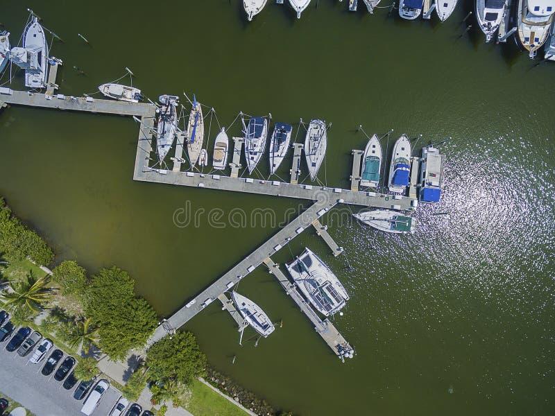 Porto da vista superior no parque da ilha fotos de stock royalty free