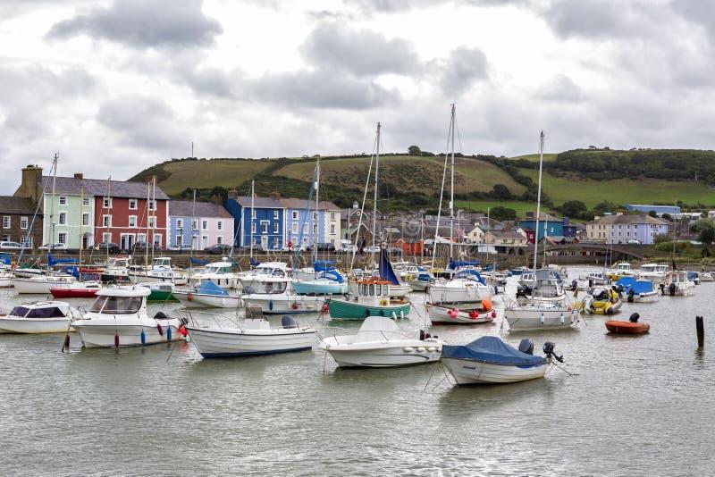 Porto de Aberaeron, Ceredigion, Gales ocidental fotos de stock royalty free