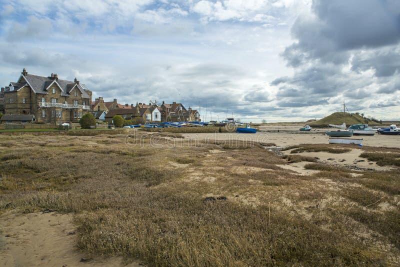 Porto de Alnmouth na maré baixa imagens de stock