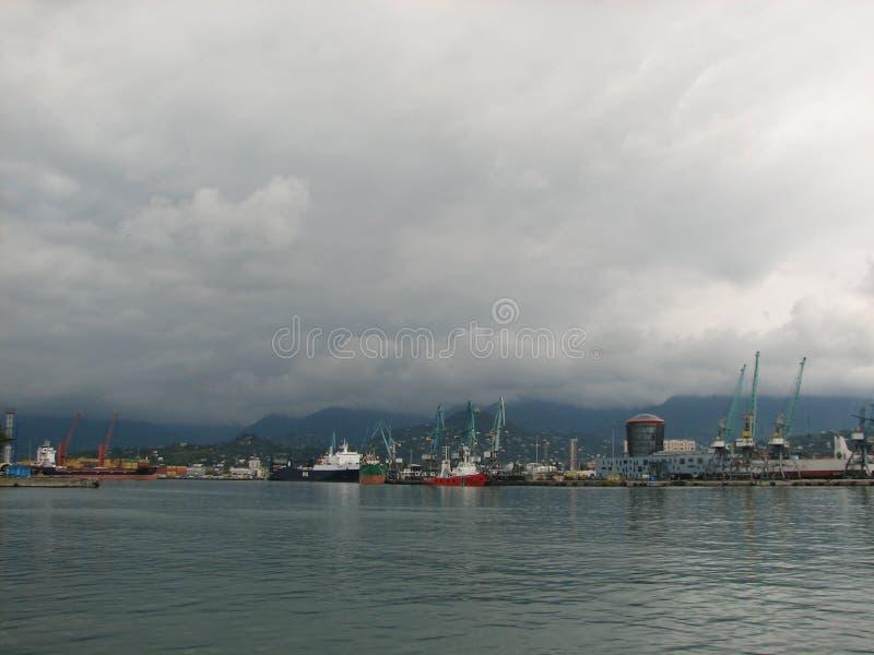 Porto de Batumi, Adjara, Geórgia Navios de carga para expedições comerciais fotos de stock