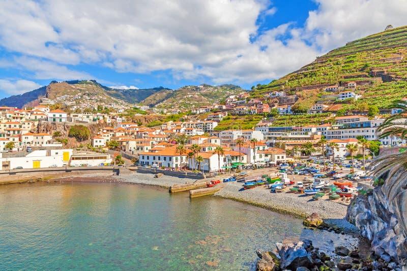 Porto de Camara de Lobos, Madeira com barcos de pesca foto de stock royalty free