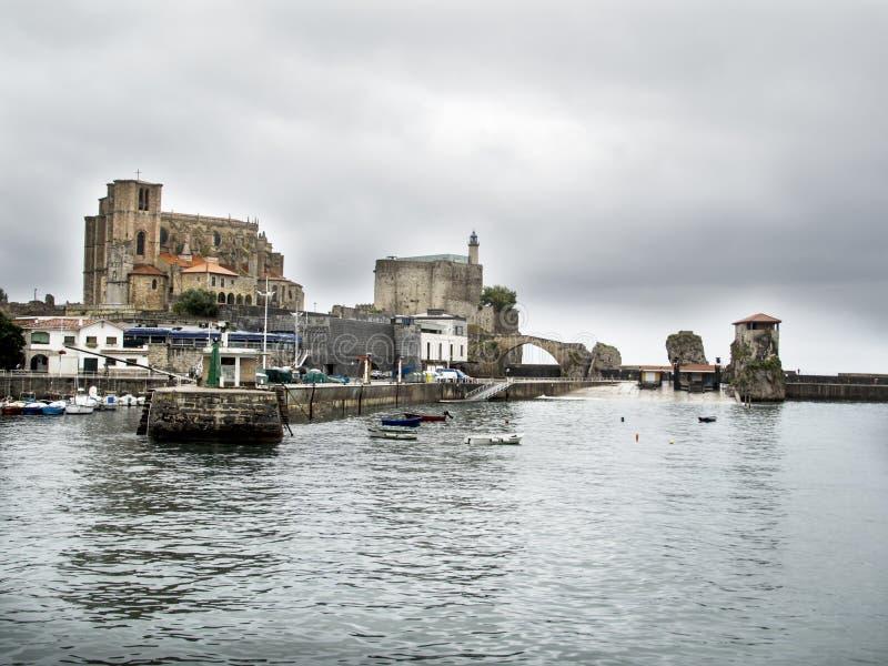 Porto de Castro Urdiales, Espanha do norte fotografia de stock