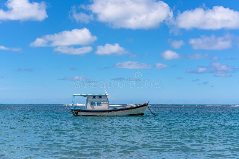 Porto de Galinhas, Ipojuca, Pernambuco, Brasil - em maio de 2019: uma das praias as mais bonitas no mundo, onde você pode tomar imagens de stock