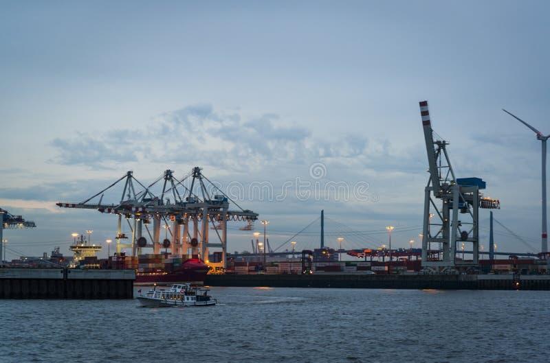 Porto de Hamburgo no Elbe River, Hamburgo, Alemanha imagem de stock royalty free