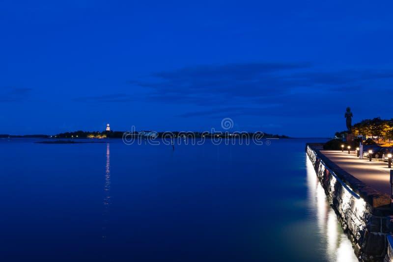 Porto de Helsínquia no crepúsculo imagens de stock