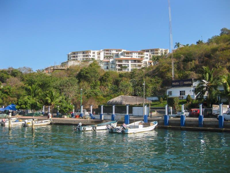 Download Porto de Huatulco foto de stock editorial. Imagem de clima - 65575658