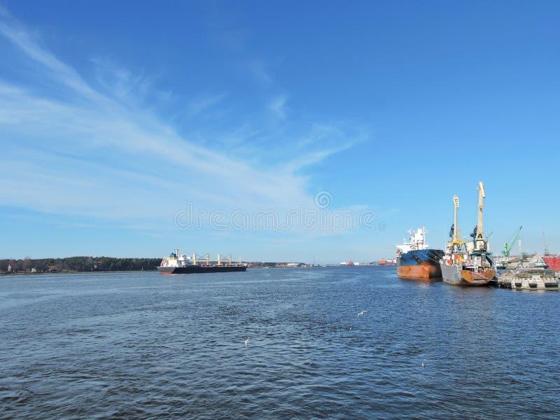 Porto de Klaipeda, Lituânia foto de stock royalty free