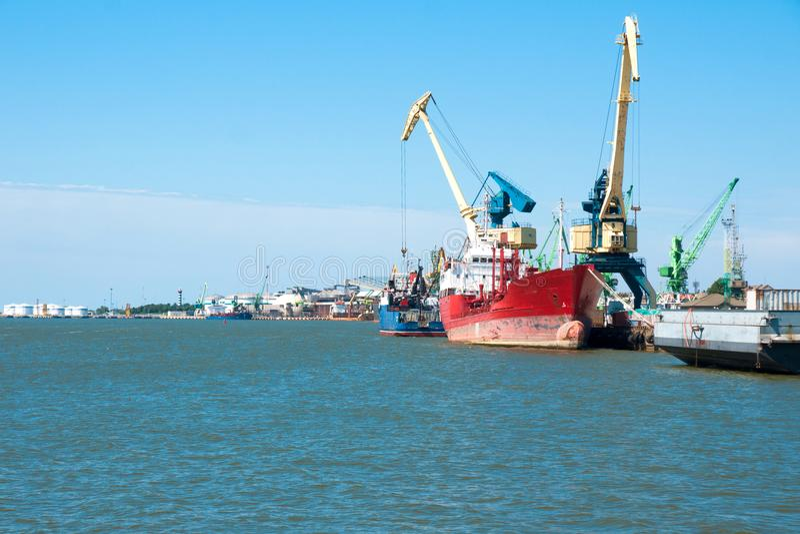 Porto de Klaipeda no mar Báltico no dia ensolarado, Lituânia fotos de stock