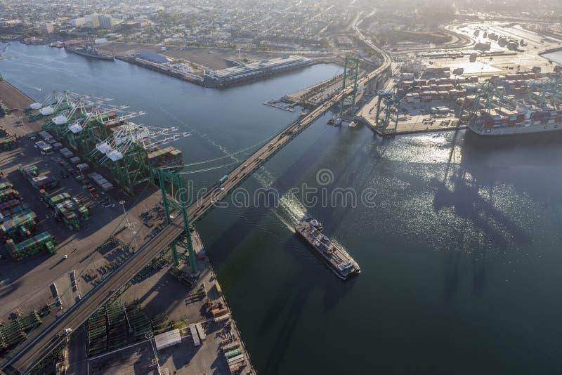 Porto de Los Angeles e de Vincent Thomas Bridge imagem de stock