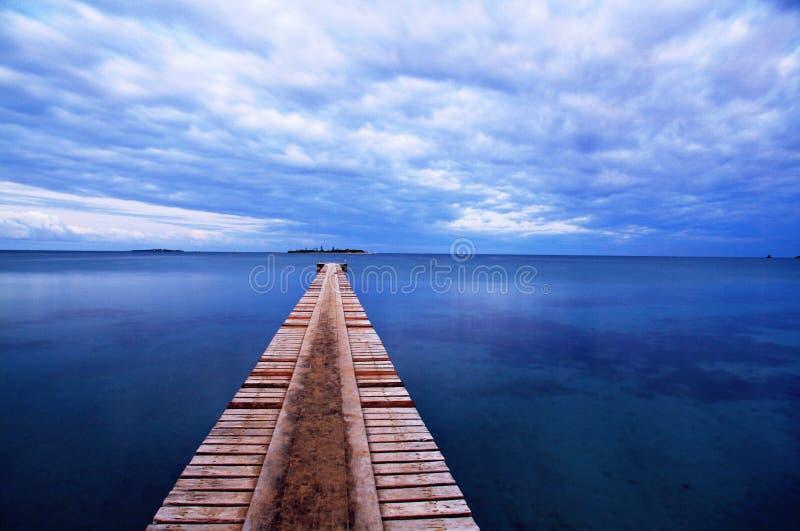 Porto de madeira na praia de Noume imagem de stock royalty free
