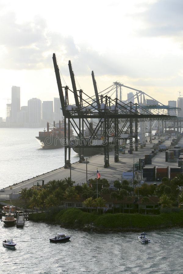 Porto de Miami: guindastes imagens de stock royalty free