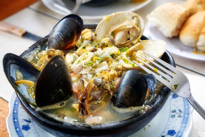 Porto de Paila, uma sopa chilena tradicional do marisco imagens de stock royalty free