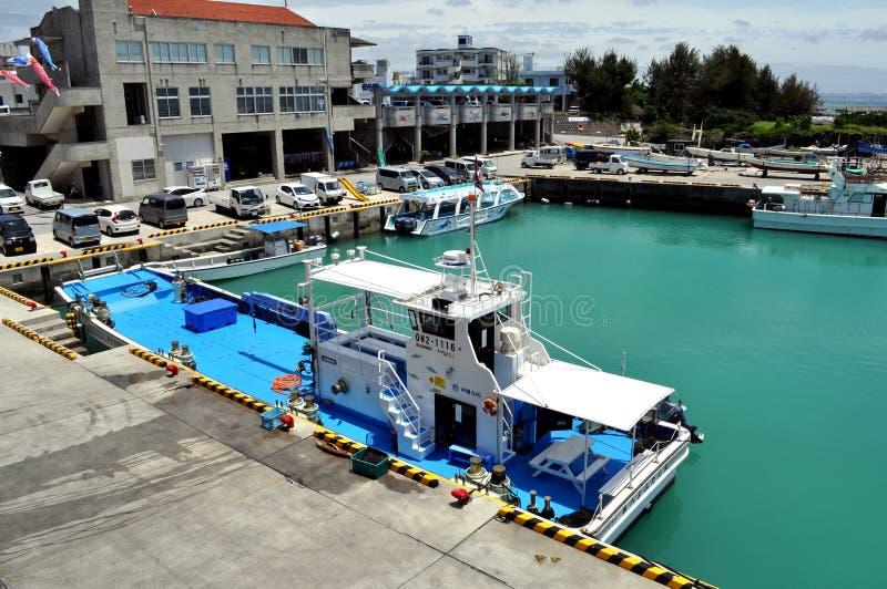 Porto de pesca de Yomitan em Okinawa Japan fotografia de stock