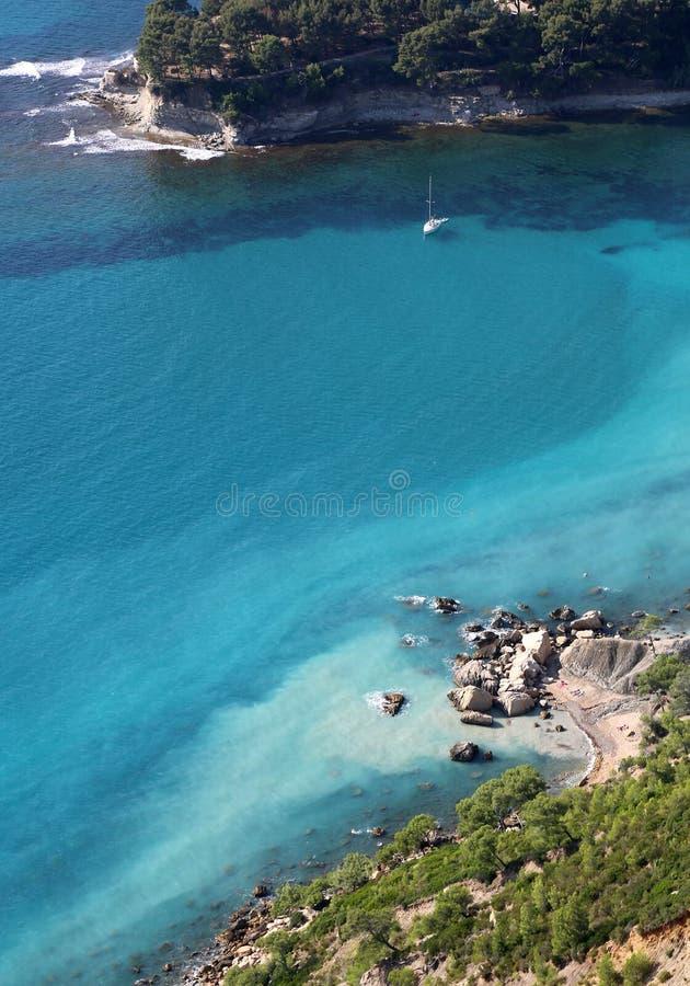 Porto de pesca mediterrâneo do cássis em França do sul fotos de stock