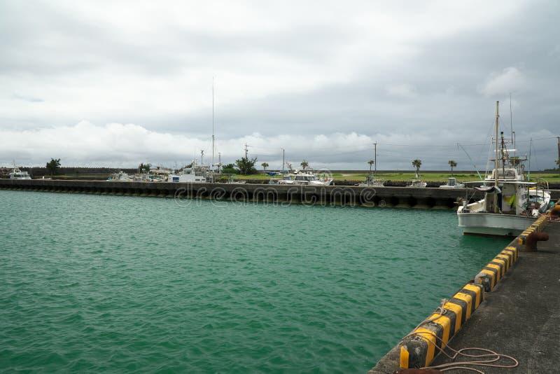 Porto de pesca de Ushuku em Amami Oshima, Kagoshima, Japão foto de stock royalty free