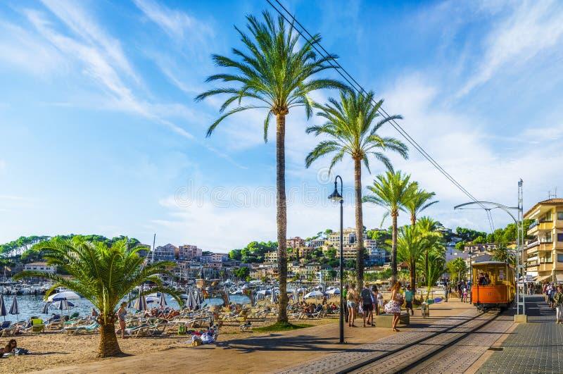 Porto De Soller, Mallorca, Espanha - 13 de outubro de 2017: O bonde famoso tren de Porto de Soller, Palma Mallorca, Espanha imagens de stock