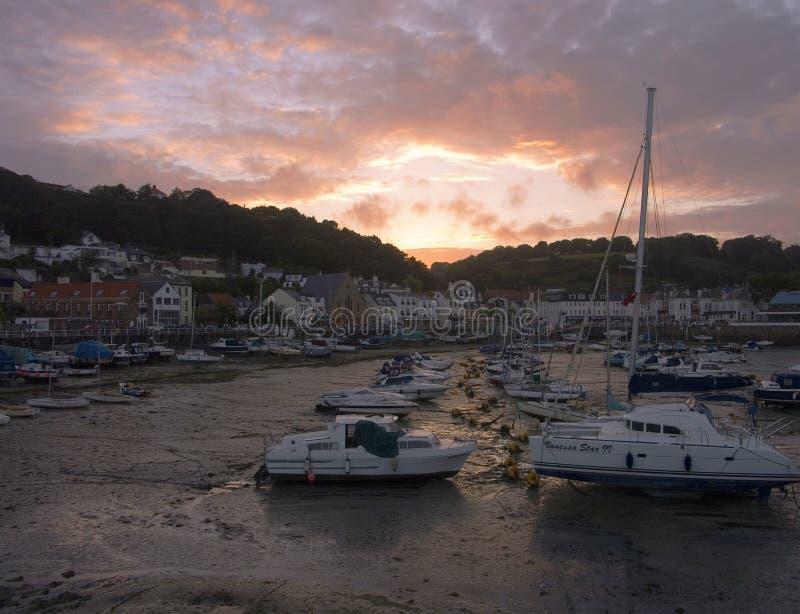 Porto de St Aubin na ilha do jérsei imagens de stock