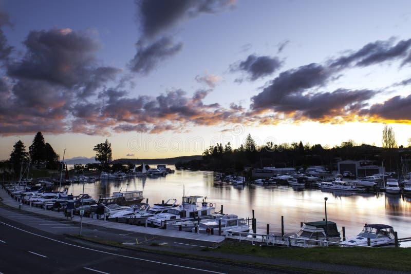 Porto de Taupo do lago imagens de stock royalty free