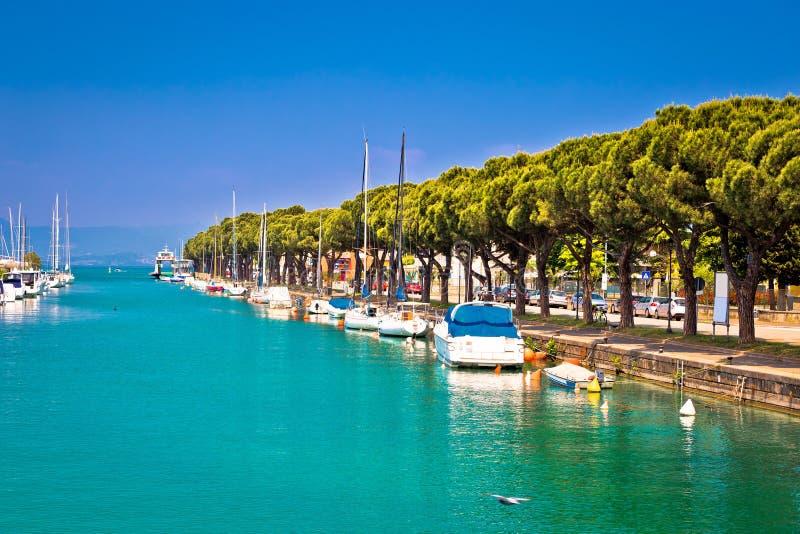 Porto de turquesa de Lago di garda na opinião de Peschiera fotos de stock