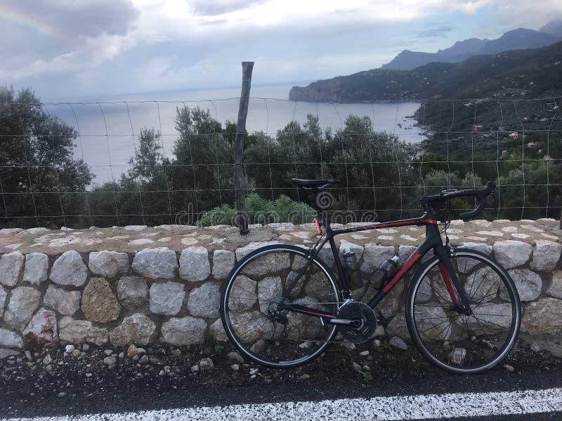 Porto de Valdemossa, dando um ciclo através do Mallorca foto de stock