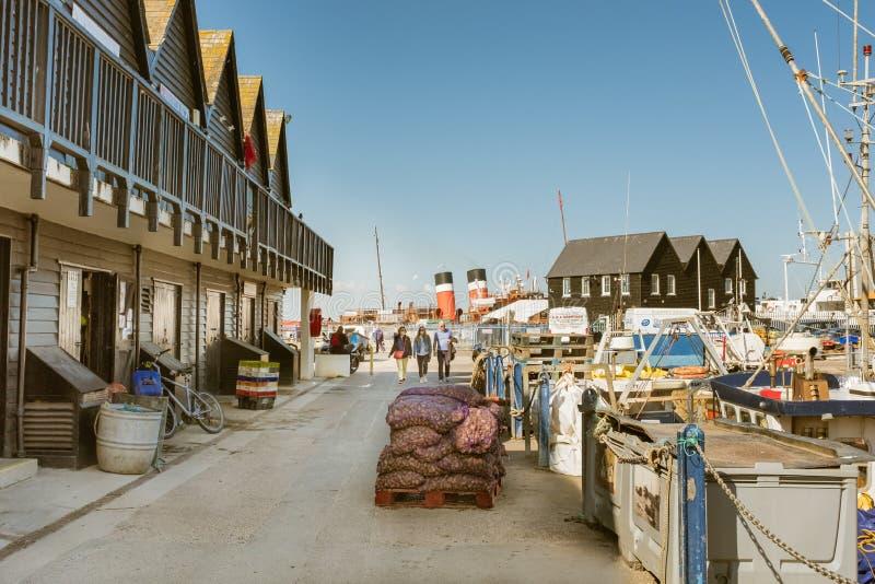 Porto de Whitstable com funis do navio de pá fotos de stock