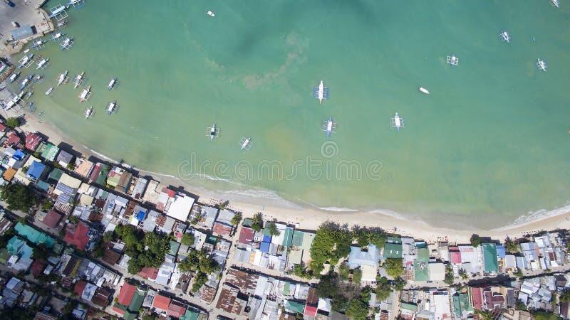 Porto del villaggio con le barche filippine tradizionali fotografia stock