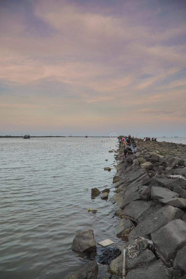 Porto della roccia del mare a cirebon kejawanan Indonesia immagine stock libera da diritti