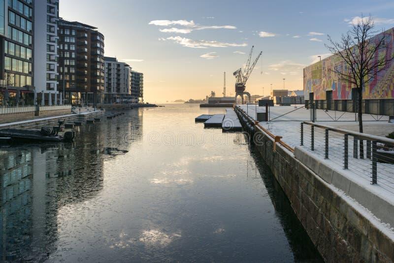 Porto della spiaggia di Oslo con il terminale della gru immagine stock libera da diritti