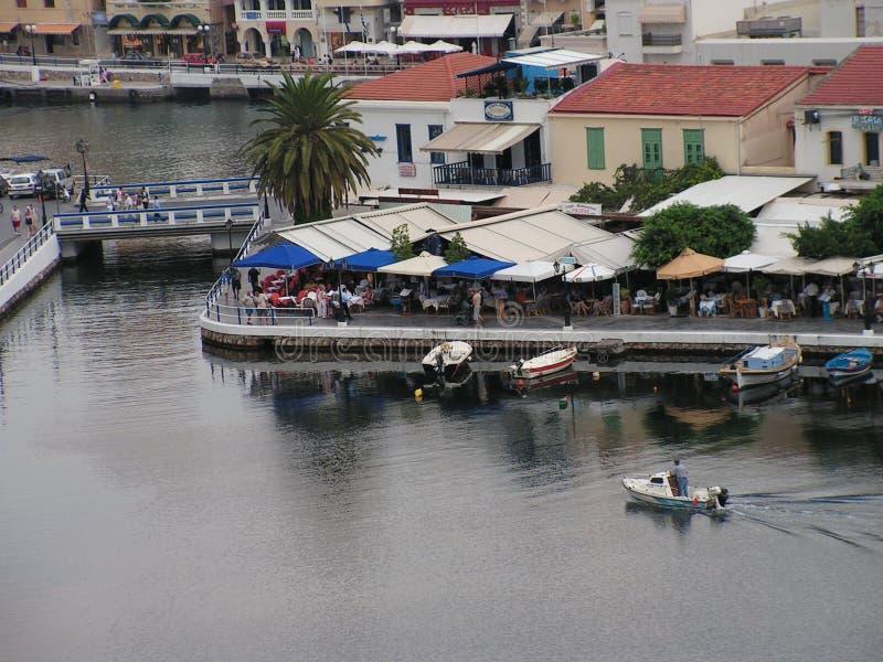 Porto di aggi Nicolaos - del Crete - della Grecia dal lago fotografia stock libera da diritti