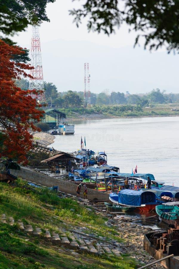 Porto di Chiang Sean e del lavoratore birmano migratore fotografia stock libera da diritti
