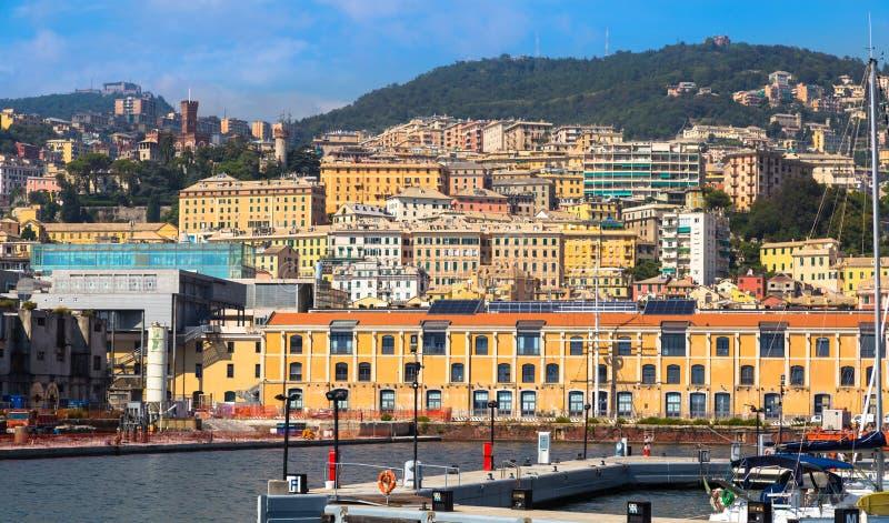 Porto di Genoa Genova, Italia Vista di vecchia città fotografia stock libera da diritti