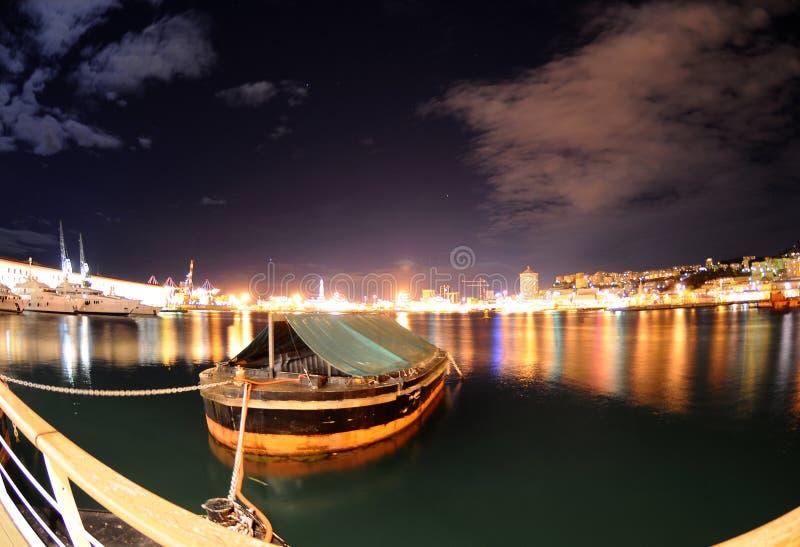 Porto di Genova nella notte fotografia stock libera da diritti