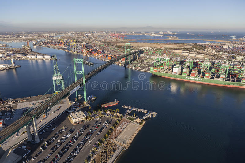 Porto di Los Angeles e di Vincent Thomas Bridge fotografie stock