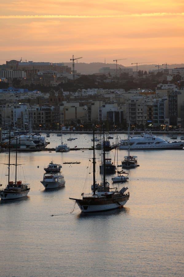 Tramonto di inverno del porto di Marsamxett e di Sliema immagini stock libere da diritti
