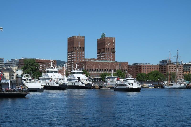 Porto di Oslo, comune e terminale di traghetto interni, Oslo, Norvegia fotografia stock libera da diritti