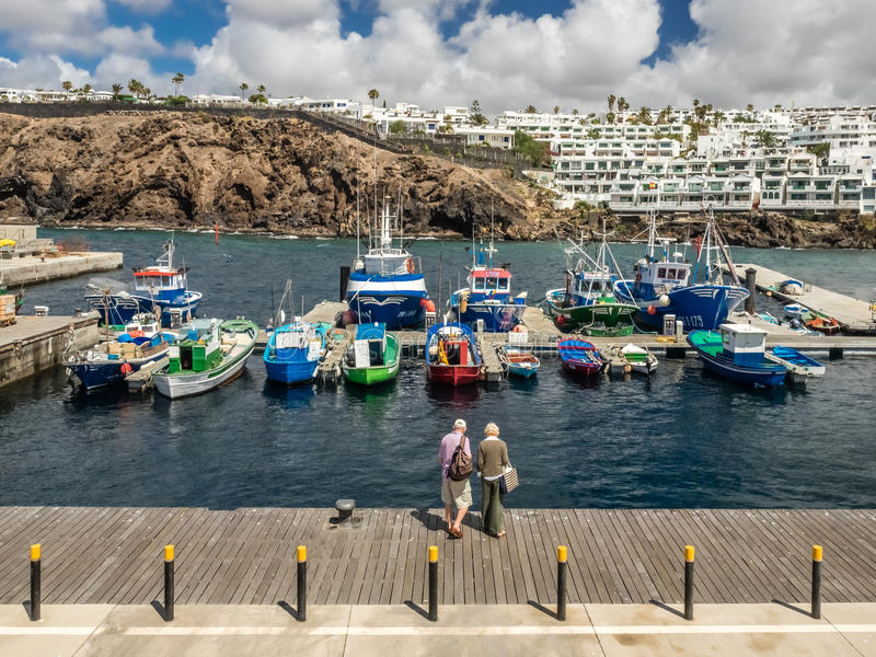 Porto di Puerto del Carmen fotografie stock libere da diritti