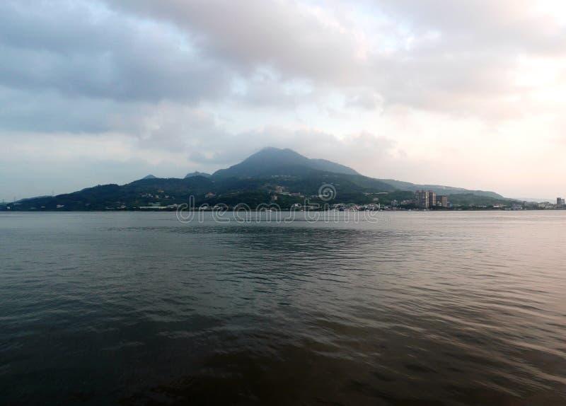 Porto di Tamsui durante il tramonto in Taipei fotografie stock libere da diritti