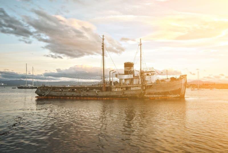 Porto di Ushuaia del naufragio immagini stock libere da diritti