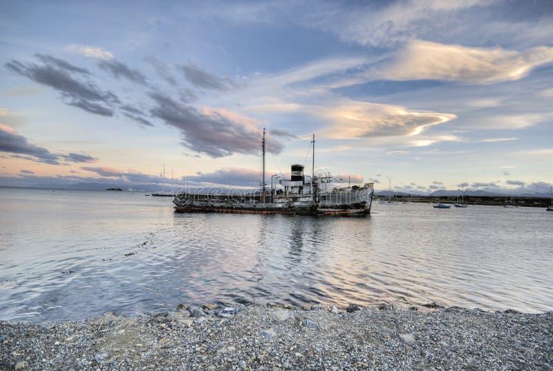 Porto di Ushuaia del naufragio immagine stock libera da diritti