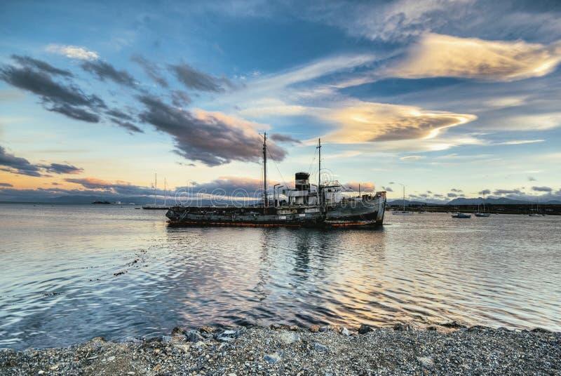 Porto di Ushuaia del naufragio fotografia stock libera da diritti