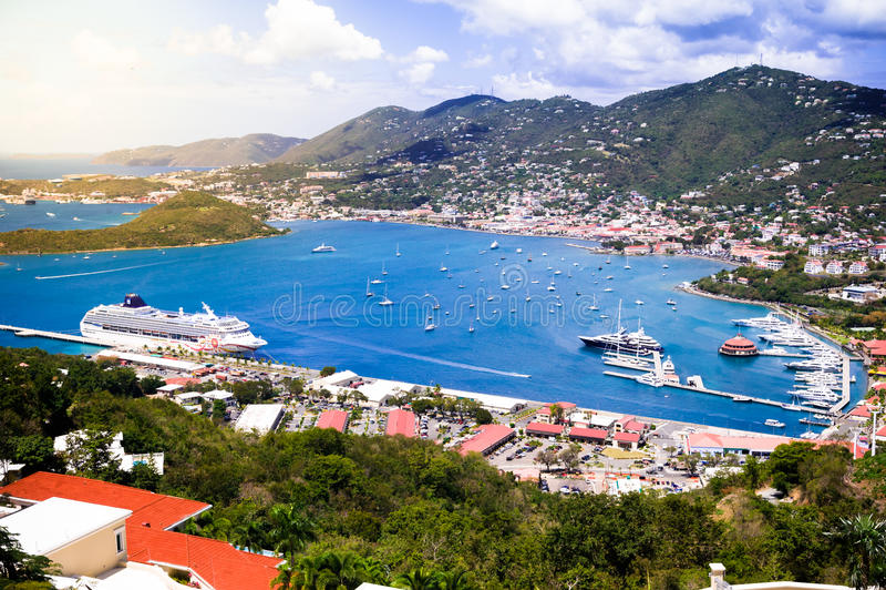Porto do St Thomas Cruise com barcos de vela fotos de stock royalty free