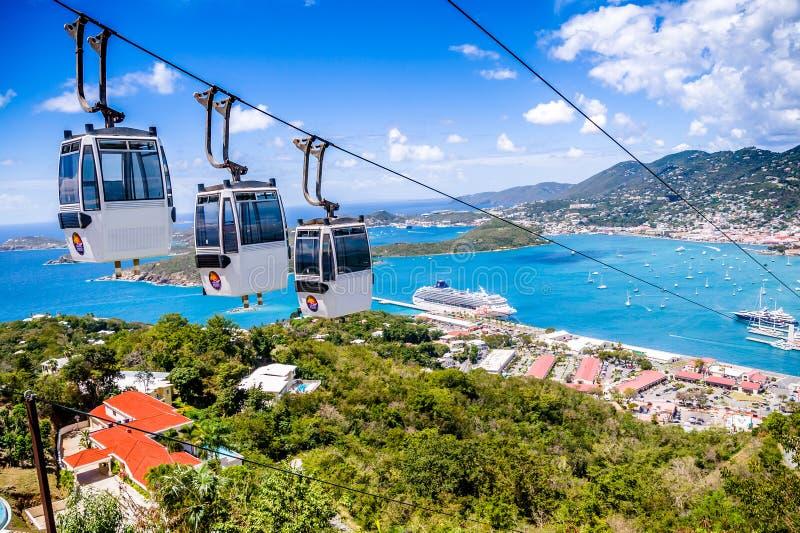 Porto do St Thomas Cruise com carro do cabo imagem de stock royalty free