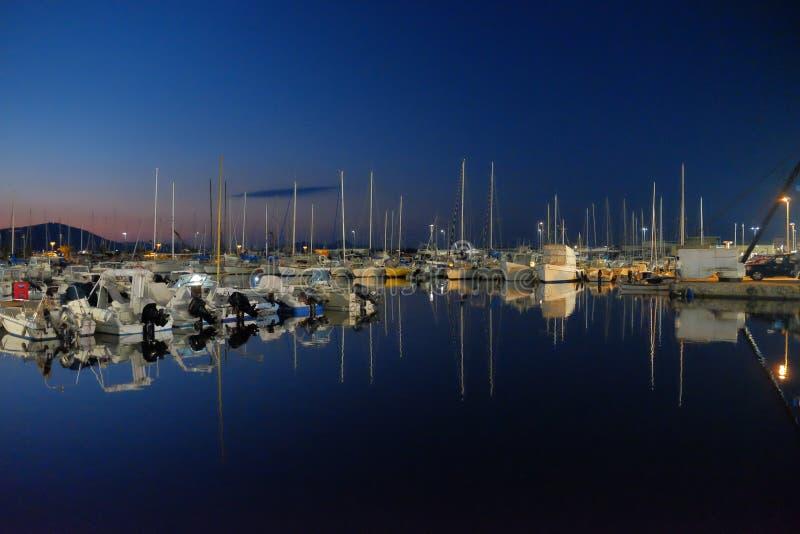 Porto dopo il tramonto fotografia stock libera da diritti