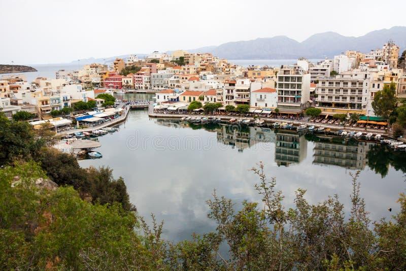 Porto dos ágios Nicolaos de Voulismeni do lago, Creta, Grécia fotografia de stock royalty free
