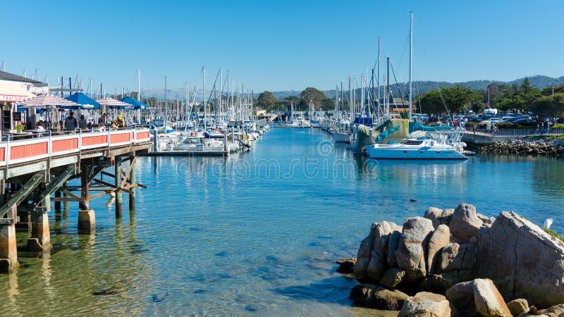 Porto e barcos de Monterey em uma manhã ensolarada foto de stock royalty free