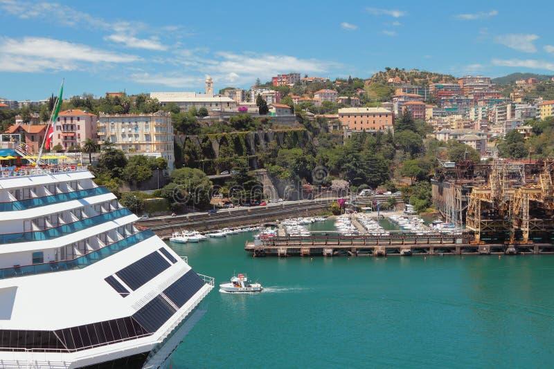 Porto e cidade Savona, italy fotografia de stock royalty free