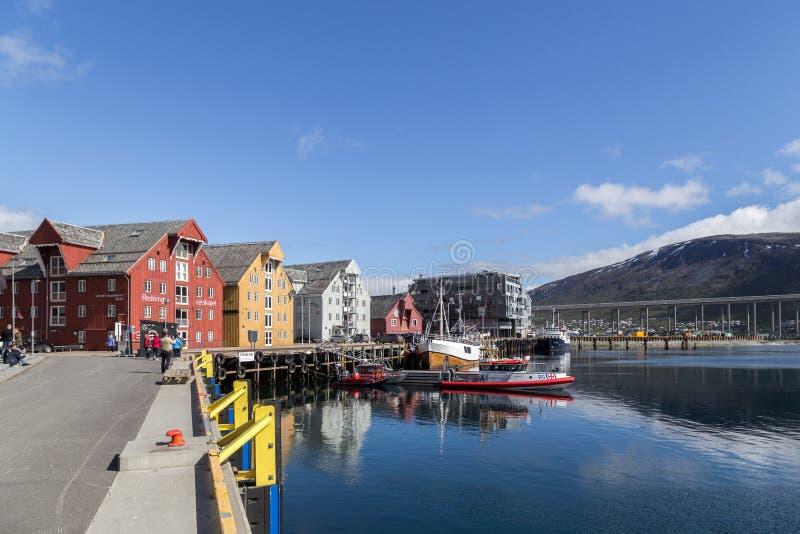 Porto e frente marítima em Tromso, Noruega foto de stock